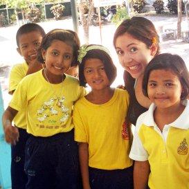 http://i-to-iTEFLinternwithpupilsinschoolplaygroundSouthKorea