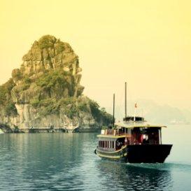 http://BoatTripinHalongBayVietnam