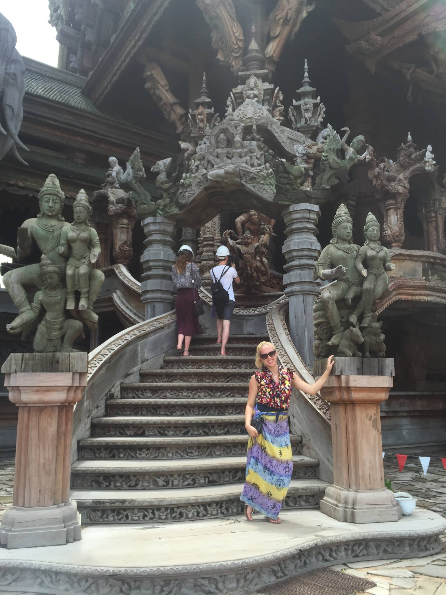i-to-i Thailand intern Jessi in front of a traditional temple