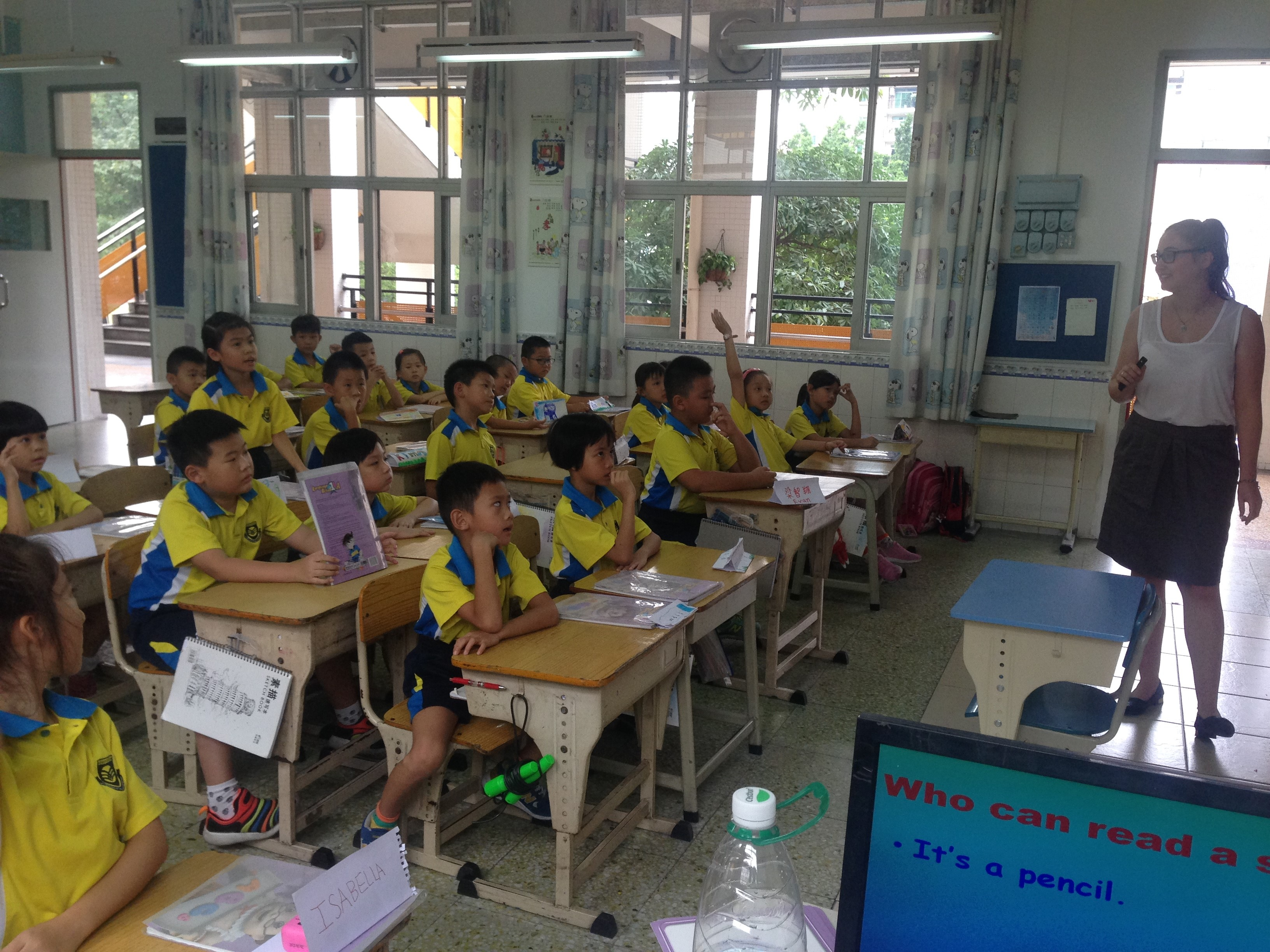 i-to-i China intern Danni teaching a lesson at school in Foshan, China