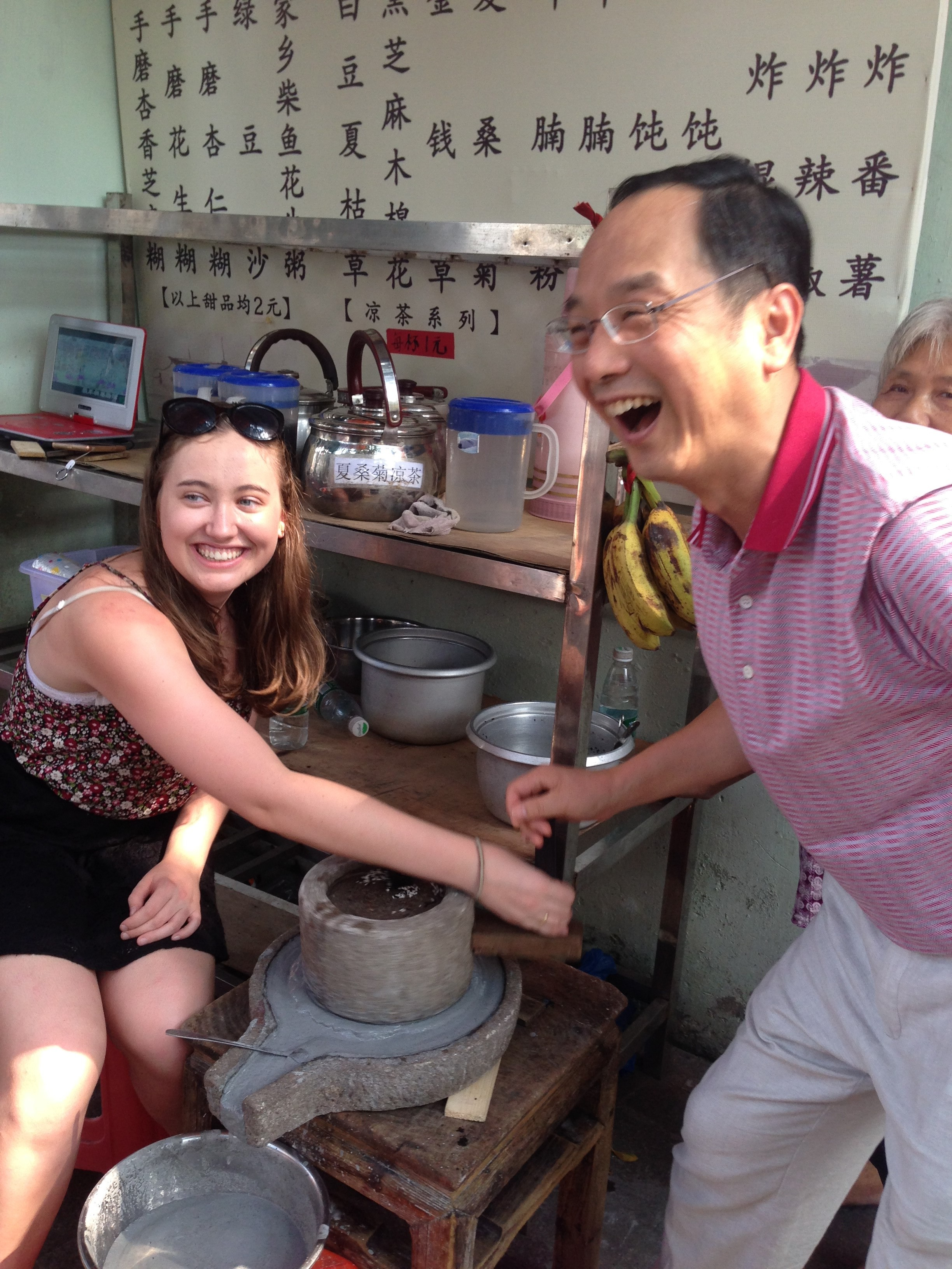 i-to-i China TEFL intern Danni makes food in China