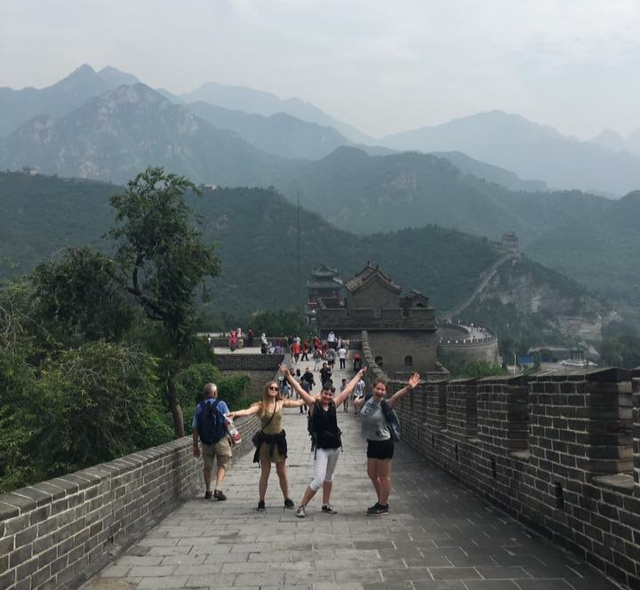 i-to-i interns at the Great Wall of China