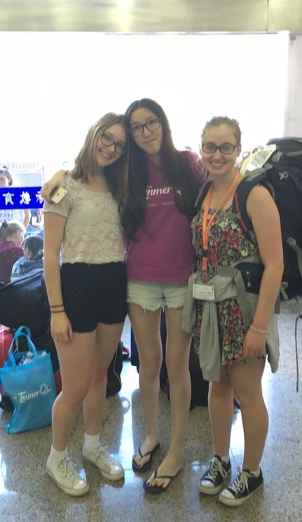 i-to-i China interns arrive at the airport in Foshan for their 5 month paid teaching internship