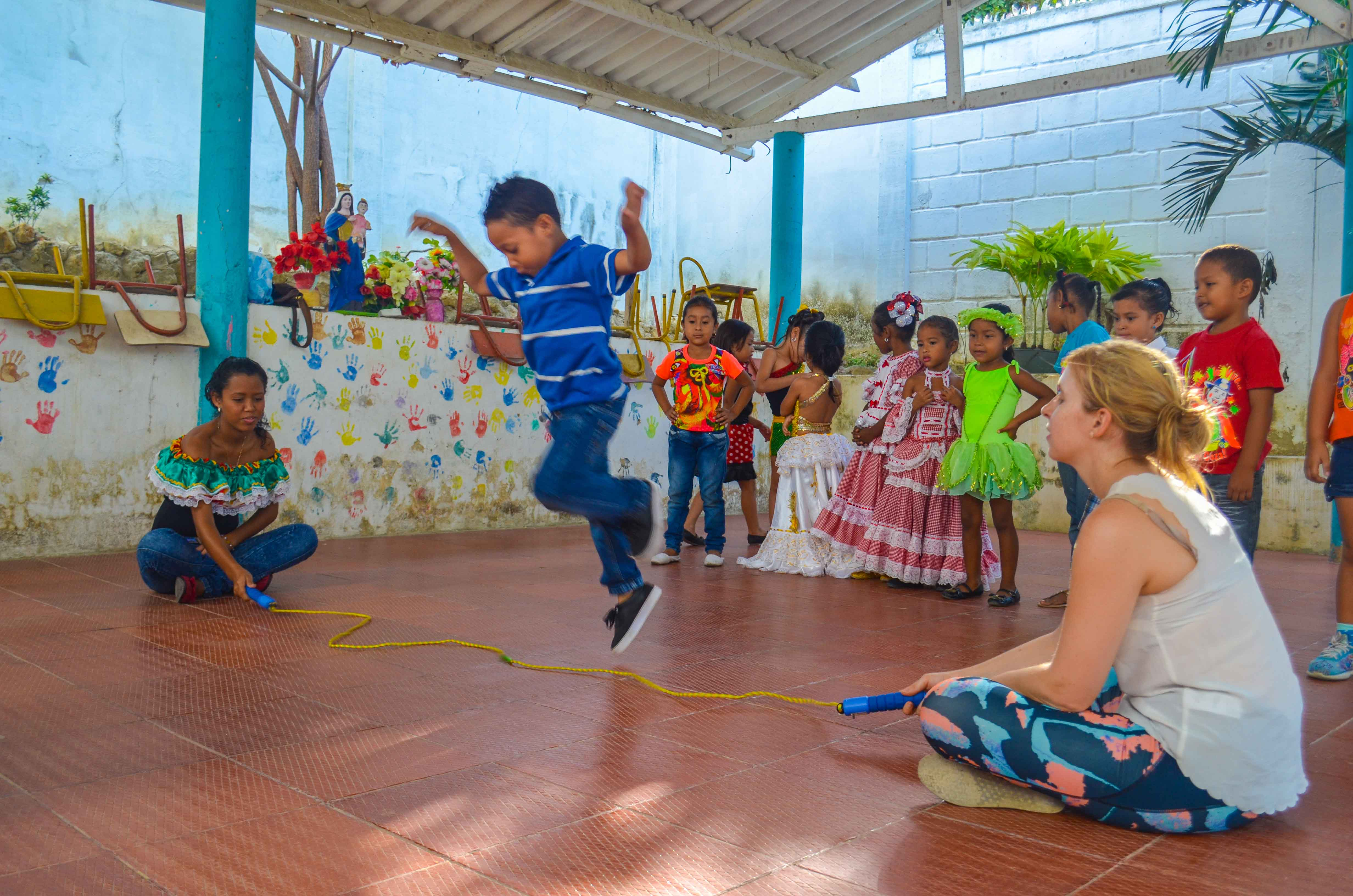Colombian students playing jump rope