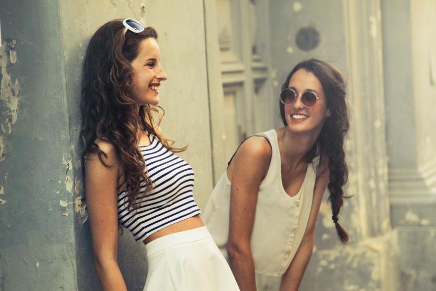 girls travelling