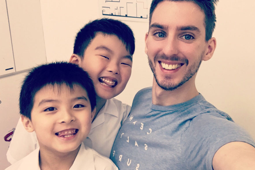 Matthew and Chinese students 2