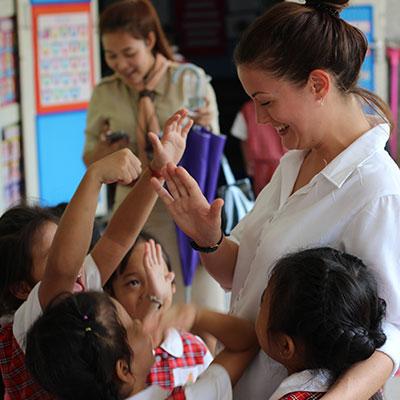 teaching english in classroom thailand