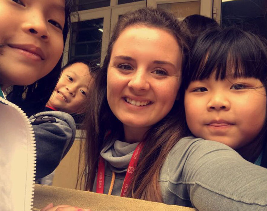 tefl teacher with vietnamese children