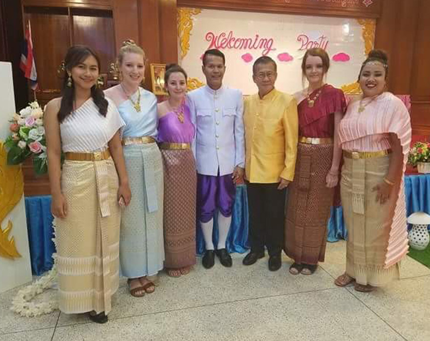traditional dress in thailand