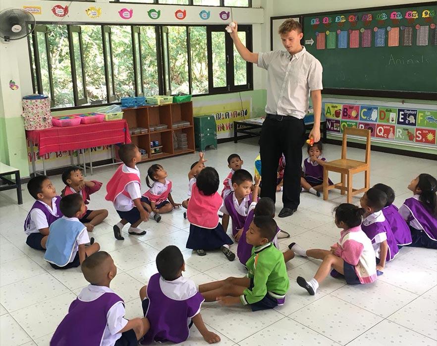 tefl teacher and class
