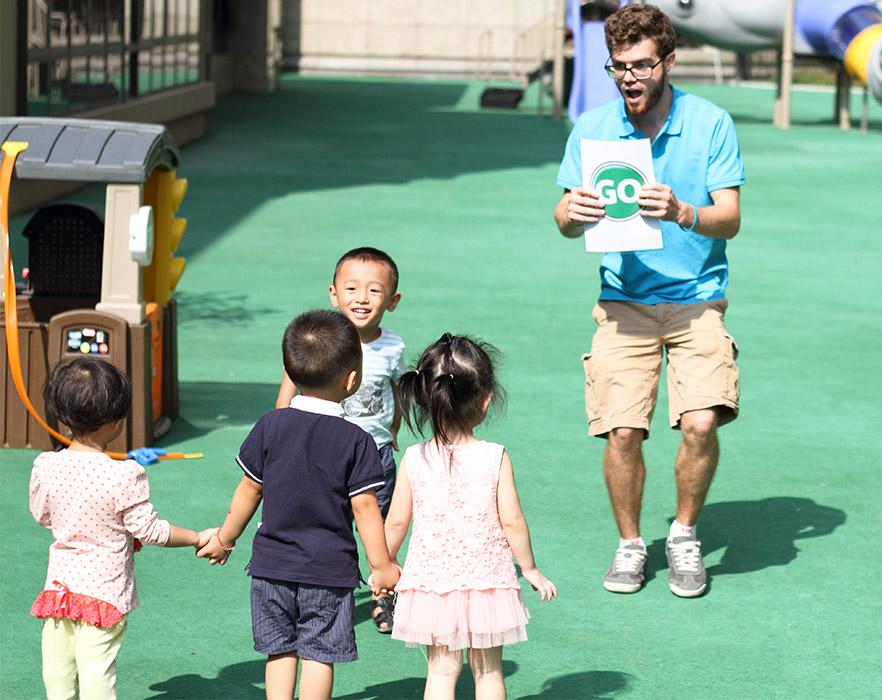 TEFL teacher, teaching young children the word 'go'