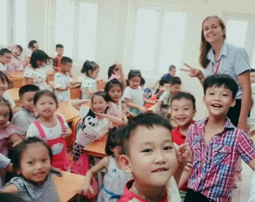 Kate with TEFL class - Vietnam
