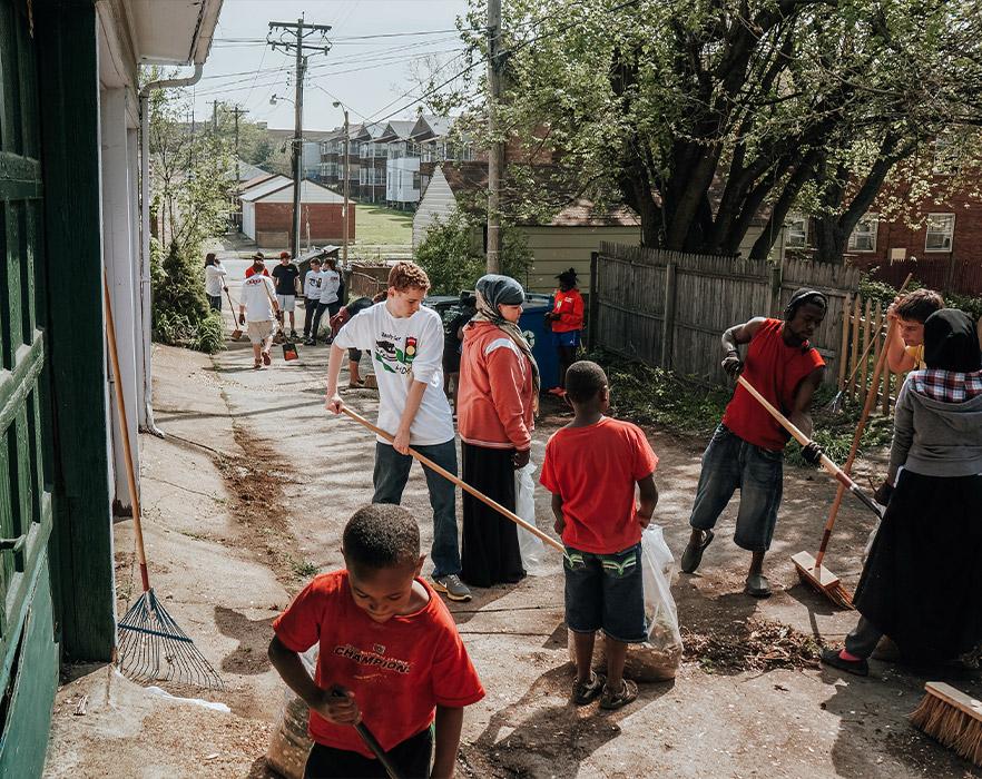 TEFL teachers volunteering to help clean up local community