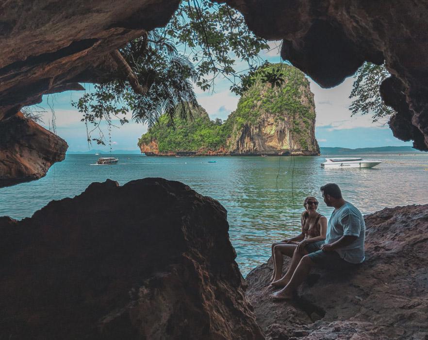 Laura and boyfriend on Thai beach