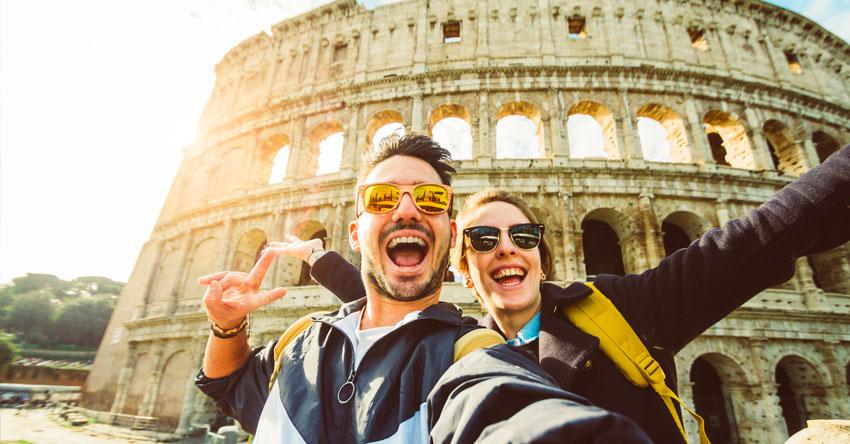 couple taking selfie outside of colosseum